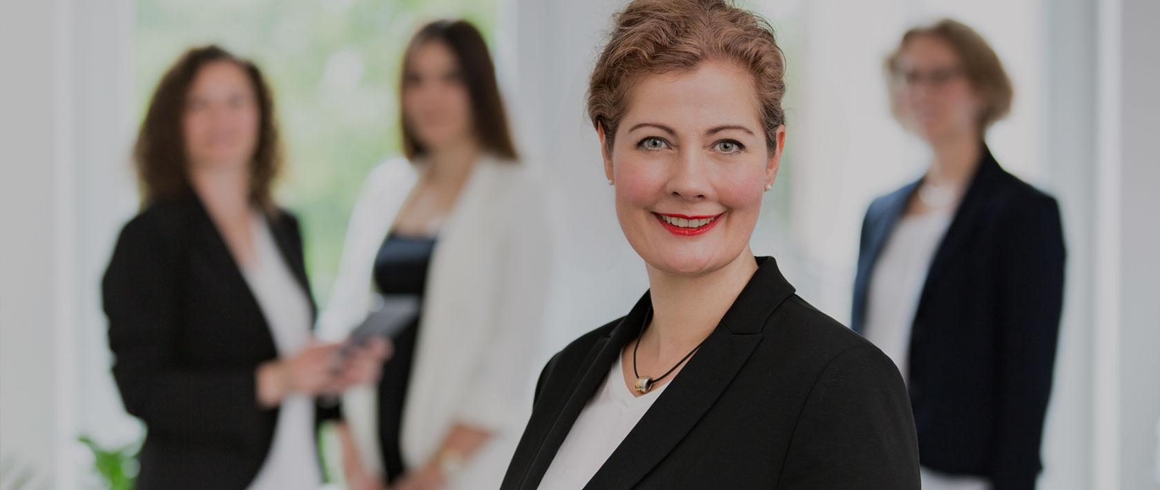 Esther Bergenrodt mit Team Steuerberatung